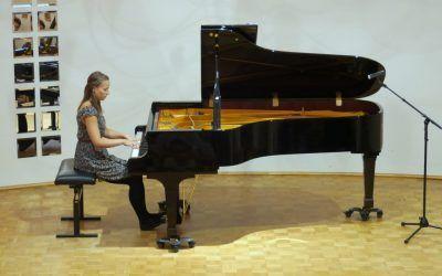1- ABONMAJSKI KONCERT, Julija Zadravec – klavir, dvorana šole, 22. 9. 2016, ob 18.30. uri