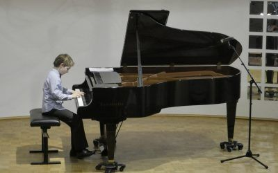 6. ABONMAJSKI KONCERT, Adam in Nejc KAMPLET – klavir, dvorana šole 13.4.2016, ob 18.30 uri